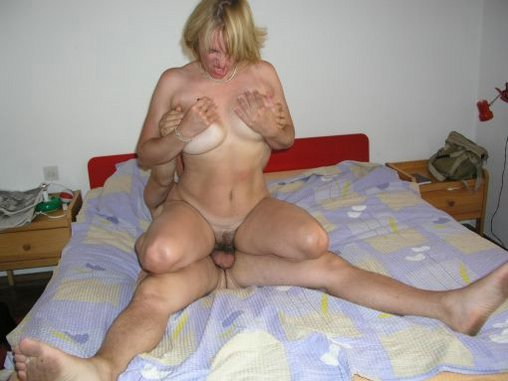 Beautiful busty old spunker fucks her fat juicy pussy 4 u