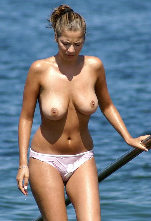 Busty Amateur Woman Topless at the Beach