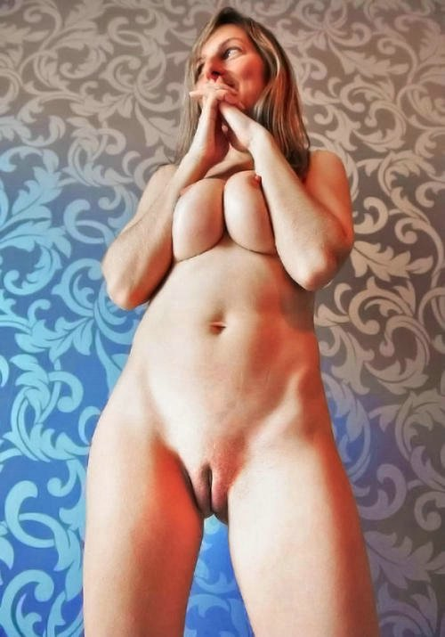 Hot Mom in Pussy Photo Shot