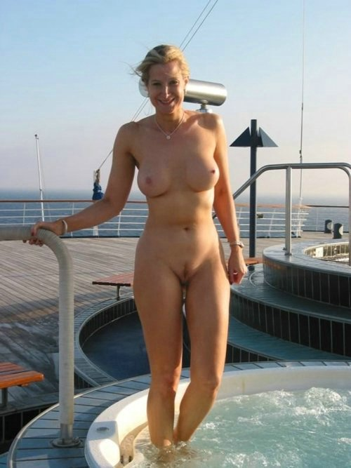 Outdoor Voyeurism Pictures: http://www.mature-amateur-sex.com/4909/outdoor-