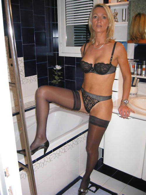 Homemade Pictures Older Wife Posing Nude