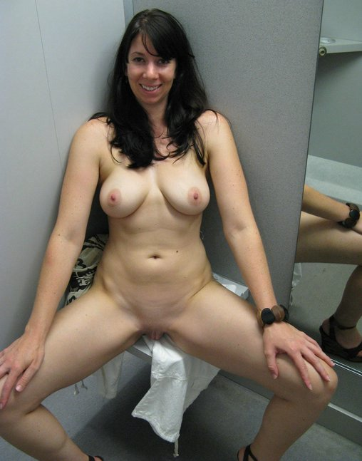 Mature Mom Caught Naked In Dressing Room Pictures