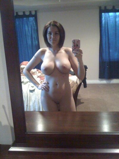 Submitted Nude Selfshot Photo of Sexy MILF