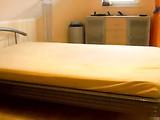 Deutsch Blonde Babe mit Rasierte Muschi auf dem Bett durch gefickt Bf