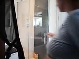 Home-Video-Schauen Sie sich Busty Nude Mommy Gefilmt mit einer Dusche