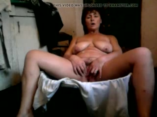 Amateur mature mother masturbating